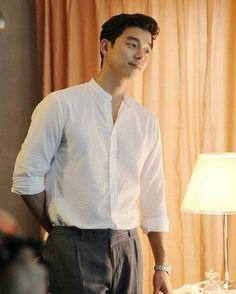"""ถูกใจ 5,809 คน, ความคิดเห็น 84 รายการ - Gong Yoo  (@gongyooupdate) บน Instagram: """"Gong Yoo in white shirt just sooooooooo fuckin handsome  . . . Btw, thank you for 10K followers!…"""""""