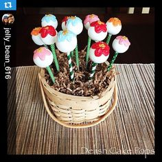 Love these pretty flower cake pops displayed using colorful paper straws!