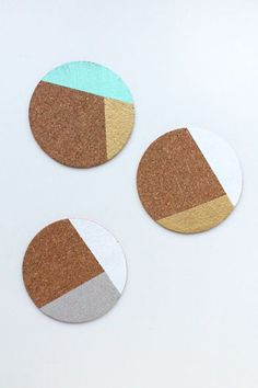 5 Cute Coasters You Can Make Yourself DIY on the Orient Express – Mustache stamped Cork Coasters with color blocking behind Diy Dorm Decor, Cute Coasters, Cute Diy Projects, Project Ideas, Creation Deco, Cork, Christmas Diy, Diy Crafts, Bar Cart