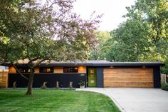 See This Stunning Midcentury Modern Remodel Before and After Ranch Exterior, Black House Exterior, Exterior Remodel, Modern Exterior, Exterior Design, Traditional Exterior, Exterior Paint, Mid Century Ranch, Mid Century House