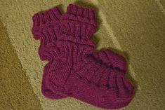 Kupla: Junasukat aikuiselle Knitting Socks, Leg Warmers, Fingerless Gloves, Knit Crochet, Legs, Fashion, Knit Socks, Leg Warmers Outfit, Fingerless Mitts