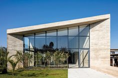 Com 700 m², casa é projetada para integrar pessoas, como em uma praça