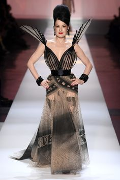 Photos of Jean Paul Gaultier Spring Summer 2019 Haute Couture fashion show at Paris Couture Week (January Jean Paul Gaultier, Paul Gaultier Spring, Style Couture, Couture Week, Haute Couture Fashion, Faye Dunaway, Fashion Week, Fashion Show, Fashion Design