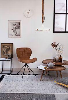 bruin-wit hoekje met stoel en bijzettafels | brown and white corner with chair and side tables  | Photographer Dana van Leeuwen | Styling Anke Helmich | vtwonen shop catalog Autumn 2015