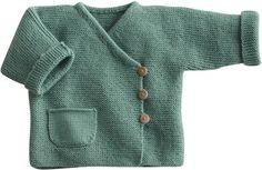 Love this style sweater! Blij dat ik brei: Baby-vestje, link to pattern (in Dutch) below on Telegraaf website Baby Boy Knitting Patterns, Knitting For Kids, Baby Patterns, Knitting Yarn, Knit Baby Sweaters, Knitted Baby Clothes, Cardigan Bebe, Baby Cardigan, Crochet Baby