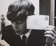 """John Lennon show a piece of fan mail addressed to """"The Beatles, France"""""""