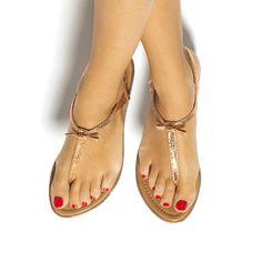 Platte sandalen in lichtroze metallic met bandje tussen de tenen en een lief…