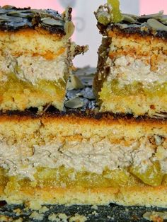Jedno z lepszych ciast jakie kiedykolwiek jadłam! Cudowne połączenie kwaskowatych jabłek, słodkiej, orzechowej masy, gorzkiej czekolady i ... Polish Desserts, Traditional Cakes, Russian Recipes, Dessert Bars, Cake Cookies, Baked Goods, Tart, Cake Recipes, Cheesecake