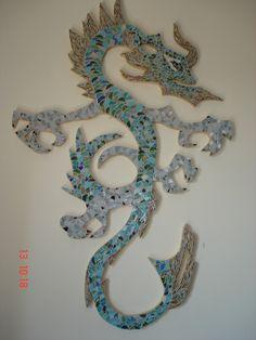 Mosaicos Nina Dragão em pastilhas de vidro