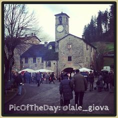 La PicOfTheDay di oggi è dedicata ai Mercatini di Natale di Palazzuolo sul Senio, paesino dell'Appennino tra Romagna e Toscana - Complimenti e grazie a @lale_giova