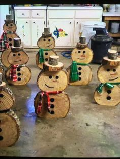 Love these snowmen! I need my husbands help with the chainsaw. He won't let me use one...probably a wise decision!