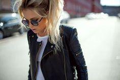 Leather jacket/high ponytail/sunglasses