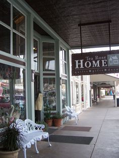 Shopping in Fredericksburg is unique - most shops have a cover, places to sit.  You park in one place and walk/shop around, and there is plenty of places for food/drinks!  If you go down one side of the street, cross over and go down the other side and you'll be back at your car!