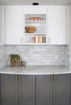 Gorgeous 80 Best Rustic Farmhouse Gray Kitchen Cabinets Ideas https://homstuff.com/2018/02/01/80-best-rustic-farmhouse-gray-kitchen-cabinets-ideas/