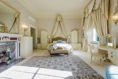 Luxurious bedroom at Hardy Manor, Mulberry Cottages
