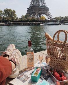 Summer Aesthetic, Travel Aesthetic, Oh The Places You'll Go, Places To Travel, Image Paris, Grand Paris, Voyage Europe, Paris Ville, France