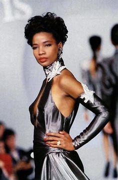 Mounia -YSL muse Fashion History, World Of Fashion, Yves Saint Laurent, Beverly Johnson, Vintage Outfits, Vintage Fashion, Vintage Clothing, Gabrielle Bonheur Chanel, Major Models