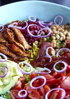 Ihr Lieben, zum Wochenstart gibt es mal etwas Gesundes. Ich guck mir das seit Monaten bei Pinterest und Instagram an! Buddha Bowl – der Foodtrend! Und da bin ich ja irgendwie auch ein Lemming… Salad Recipes Healthy Lunch, Salad Recipes For Dinner, Lunch Recipes, Dinner Healthy, Salads For A Crowd, Food For A Crowd, Easy Salads, Thai Chicken Salad, Chicken Salad Recipes