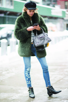 Vanelli Melli luce un  outfit de Desigual en las calles de Manhattan New York City. Foto: Timur Emek