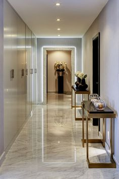 Minimalistic corridor, hallway & stairs photos in white by niche pr Dorchester Collection, Corridor Design, Felt Bows, Interior Designing, Flooring Ideas, Home Decor Styles, Towers, Ground Floor, Decoration