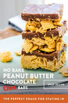 No-bake Peanut Butter Chocolate Chex Bars are the delicious, easy gluten-free snack you need for your busy summer days! Gluten Free Desserts, No Bake Desserts, Just Desserts, Delicious Desserts, Dessert Recipes, Yummy Food, Yummy Treats, Sweet Treats, Dessert Bars