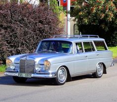 1965 Mercedes Benz 300 B Fintail Wagon Old Mercedes, Mercedes W124, Mercedes Benz 300, Classic Mercedes, Wagon Cars, Shooting Brake, Benz S, Nissan Gt, Station Wagon