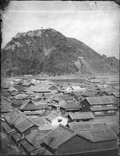 Blick über eine japanische Siedlung. Burger, Wilhelm