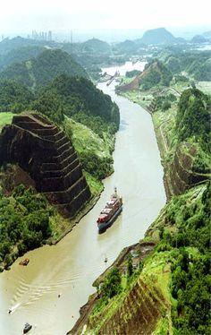 Corte Culebra, Canal de Panamá, Culebra Cut, Panama Canal, I went through this canal!! on a small boat!