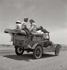 May 1937. Migratory family traveling across the desert in search of work in cotton at Roswell, New Mexico.
