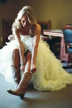 Country Weddings I will most definitely be wearing cowboy boots with my wedding dress! You cannot take the country out of this girl. Dream Wedding, Wedding Day, Trendy Wedding, Wedding Reception, Wedding Stuff, Fru Fru, Before Wedding, Photo Couple, Wedding Confetti