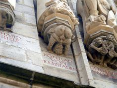 Personaje succionando su propio pene, bajo la escultura de Konrad von Hochstaden, arzobispo de Colonia, Alemania. http://iglesiadesatan.com/