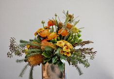 Autumn colours in spring!  Whatever your favourite colours, we will do our best to make it happen! To make this one we used Fluffy banksia, Banksia dryandra, ranunculus, green hypericum berries, spray chrysanthemum & mixed foliages. #autumncolour #orangeflowers #orangenatives #banksia #dryandra #goldpot #nativeflowers #nativeflorist #southperthflorist #daisyhillflowers