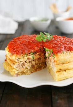 Omelette Stack with Tomato Sauce Sunday Recipes, Egg Recipes, Mexican Food Recipes, Healthy Recipes, Spanish Dishes, Salty Foods, Peruvian Recipes, Savoury Cake, Slow Food