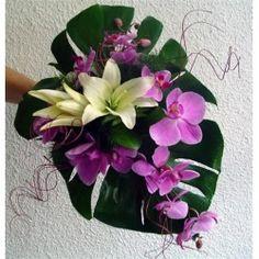 Ramo de novia de orchideas phalaenopsis y lilium oriental