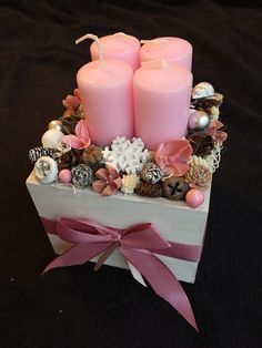 Candle Centerpieces, Christmas Centerpieces, Xmas Decorations, Flower Decorations, Christmas Advent Wreath, Winter Christmas, Advent Box, Diy And Crafts, Christmas Crafts