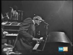 ▶ Ray Charles Plays the Slow Blues in Madrid - YouTube