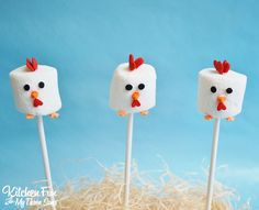 We didn't have a lot of time so we decided to create chickens out of marshmallows. These Easy Marshmallow Chicken Pops take just a few minutes to make and my youngest ended up loving them! Cowboy Birthday Cakes, Horse Birthday Parties, Farm Animal Birthday, Farm Birthday, Happy Birthday, Chicken Cupcakes, Chicken Cake, Chicken Pop, Party Chicken