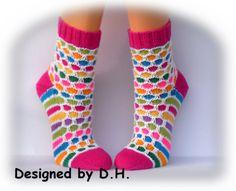 AprilSchrill Damensocken Gr. 38/39 von Maschenmagie auf DaWanda.com Knitting Stitches, Knitting Socks, Boot Toppers, Baby Boots, Sock Shoes, Mittens, Knit Crochet, Tights, About Me Blog