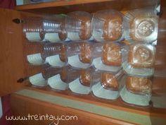 Zapatero hecho con garrafas de plástico