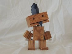 Wooden robot with a Mohawk.and a soul patch. Woodworking Projects Plans, Teds Woodworking, Small Wood Projects, Kids Wood, Wood Creations, Wooden Blocks, Soul Patch, Wood Pieces, Wooden Crafts