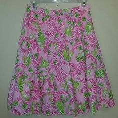 LILLY PULITZER FLORAL SKIRT Gorgeous elastic waist , so comfy, sized xs but fits more like a medium, gorgeous with cute sandal and comfy tee Lilly Pulitzer Skirts Midi