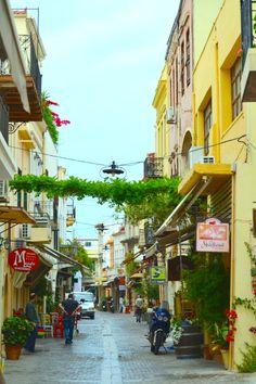 Hanian vanhankaupungin tunnelmallisilla kujilla on mukava vaellella. #Hania #Aurinkomatkalla #Aurinkojahti #Kreeta #Oldtown