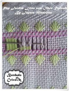Ponto de passagem Vamos Bordar Com Juçara Medeiros: Hand Embroidery Flowers, Types Of Embroidery, Embroidery Needles, Ribbon Embroidery, Floral Embroidery, Embroidery Patterns, Hardanger Embroidery, Cross Stitch Embroidery, Monks Cloth