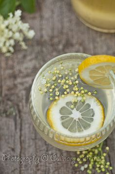 Elderflower cordial with lemon