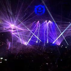 Flashback to Wednesday's opening night at @tmobilearena - what a show! An iconic new spot in Vegas already. #vegas #lasvegas #lvstrip #vegasnights #thekillers #arena #vegasbaby #realtor #remax #realestate