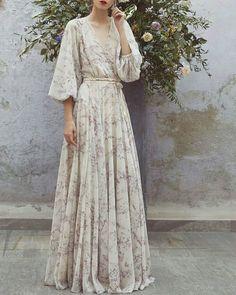 "674 Beğenme, 8 Yorum - Instagram'da fatima zehra_ yusuf bera dikiş (@fz_yb_dikis): ""#elbisesevengiller #designer #details #detaylar #design #dresses #fashion #fashionista…"""