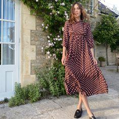 Cream Midi Dress, Satin Midi Dress, Celebrity Outfits, Celebrity Style, Sunny Dress, Birkenstock Outfit, Alexa Chung Style, Nice Dresses, Summer Dresses