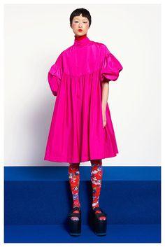 Vibrant neon bright pink satin like fabric in a loose fitting puff sleeved dress with high neckline. Cute Fashion, Look Fashion, High Fashion, Vintage Fashion, Fashion Outfits, Fashion Design, Fashion 2020, Runway Fashion, Womens Fashion