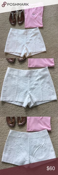 """Lilly Pulitzer Monroe Short Lilly Pulitzer Monroe Short 'Elephant Pique Jacquard' in Resort White. Love these shorts💕 Textured material. Flat front with hidden side zip. Laying flat waist approx14.5"""" across. Approx 3.5"""" inseam. 100% cotton. Size 2. NWT. #951 Lilly Pulitzer Shorts"""