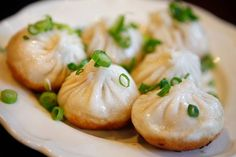 Pan-fried pork buns at Shanghai Street Dumpling. Wine Recipes, Indian Food Recipes, Asian Recipes, Chinese Street Food, Chinese Food, Oscar Food, Lunch Deals, Best Dumplings, Good Food
